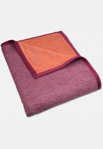 Soft blanket in cotton, red striped