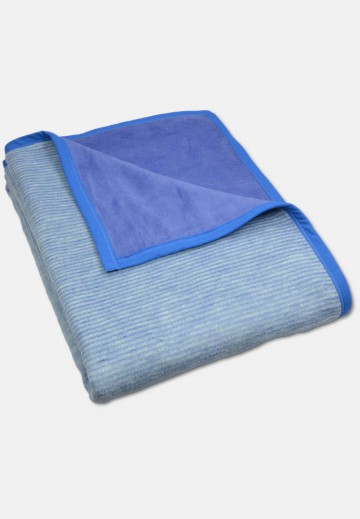 Soft blanket in cotton, blue striped